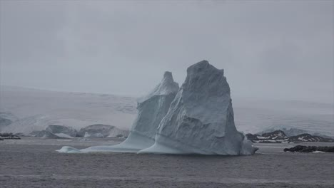 Antarctica-Tall-Icebergs-Floating-In-Sea