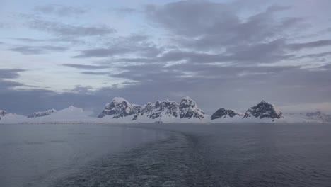 Antarctica-Wake-In-Late-Evening
