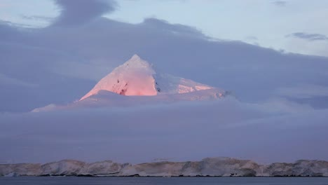 La-Antártida-Se-Acerca-Al-Pico-Con-Brillo-Alpino