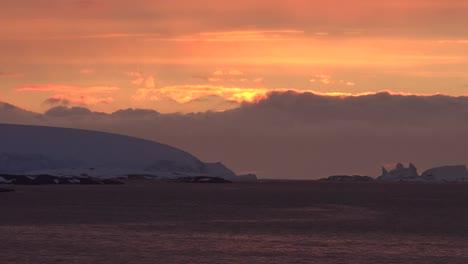 La-Antártida-Se-Acerca-Al-Sol-Poniente