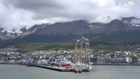 Argentina-Ushuaia-Ships-At-Docks