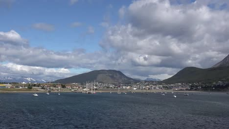Argentina-Ushuaia-Zooms-And-Pans-View