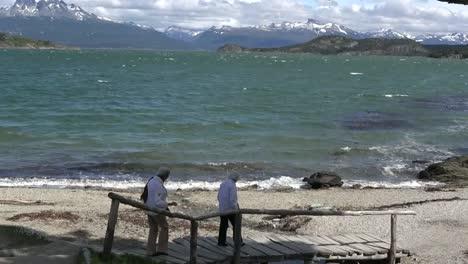 Argentina-Women-Walking-To-The-Beach