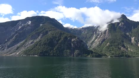 Chile-Aisen-Fjord-Passing-Cirque