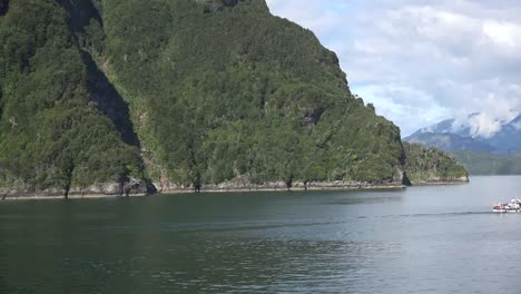 Chile-Aisen-Fjord-Small-Boat-Passes