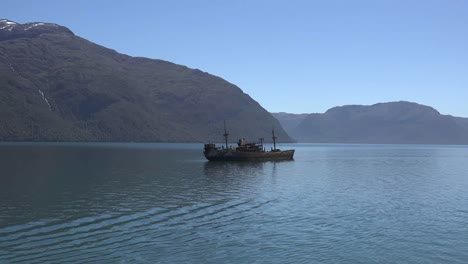 Chile-Captain-Leonidas-Distant-View-Of-Shipwreck