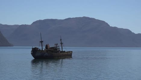 Chile-Captain-Leonidas-Zooms-In-On-Wrecked-Ship