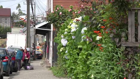 Chile-Chiloe-Chonchi-People-On-Sidewalk