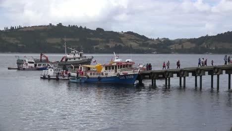 Chile-Chiloe-Tourists-Leave-Excursion-Boat