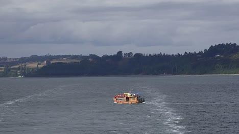 Chile-Estero-De-Castro-Excursion-Boat-Crossing-Wake