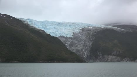 Chile-Glacier-Alley-Hanging-Glacier-Zoom-In