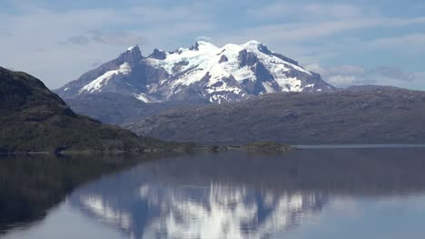 Chile-Mount-Burney-Volcano-Zooms-In