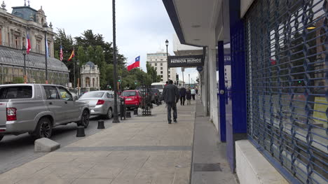 Chile-Punta-Arenas-Mother-With-Children-On-Sidewalk