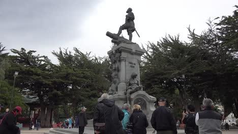 Chile-Punta-Arenas-Estatua-Del-Navegante-Magellan