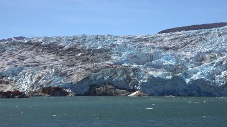 Chile-Tempanos-Glacier-Passing-Glacial-Front