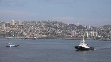 Chile-Valparaiso-Arriving-Boat