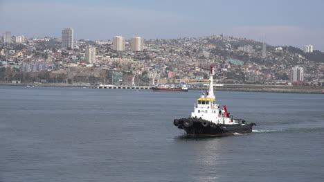 Chile-Valparaiso-Pilot-Boat-Arriving