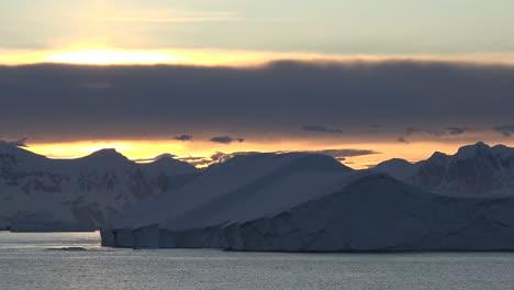 Antarctica-Big-Iceberg-Floats-By-At-Dawn-Zooms