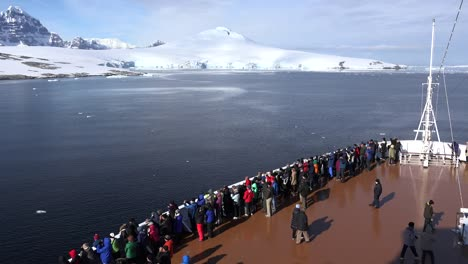 Antarctica-Bow-Of-Ship-With-Passengers