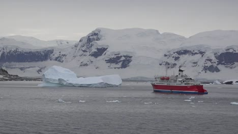 Antarctica-Expedition-Ship-Zoom-Out
