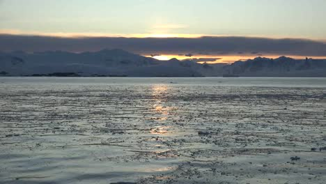 Antarctica-Ice-On-Water-At-Dawn