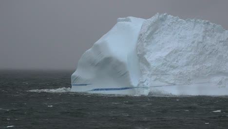 Antarctica-Iceberg-With-Blue-Streak-Zooms-Out
