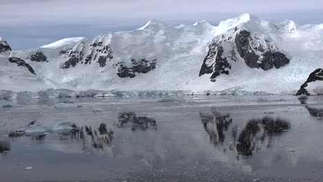 Antarctica-Pans-Mountains-And-Reflections