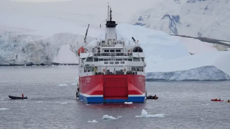 Antarctica-Raft-Leaves-Expedition-Ship