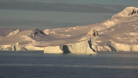 Antarctica-Scene-Of-An-Iceberg-Floating-Along