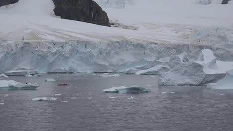 Antarctica-Small-Boat-And-Explorers