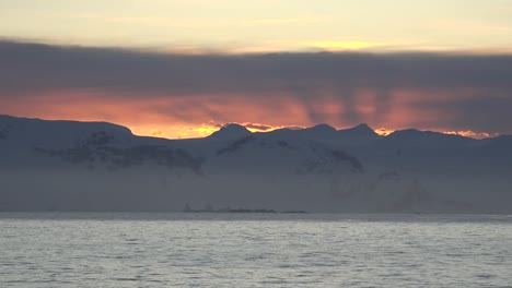 Antarctica-Sunrise-Rays