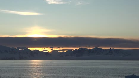 Antarctica-Zoom-To-Sunrise-And-Floating-Ice