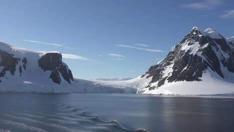 Antarctica-Zooms-And-Pan-To-Pointed-Peak