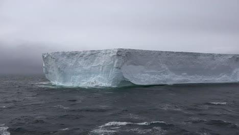 La-Antártida-Se-Acerca-A-La-Plataforma-De-Hielo
