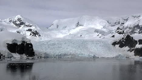 Antarctica-Zooms-Out-From-Glacier