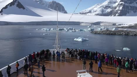 Antarctica-Zooms-Out-From-People-On-Ship