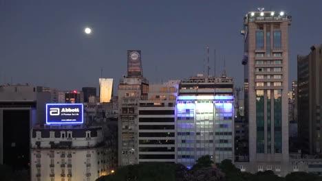 Argentina-Buenos-Aires-Edificios-Y-Luna-Acercar