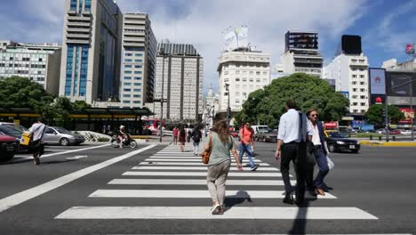 Argentina-Buenos-Aires-People-Cross-Street