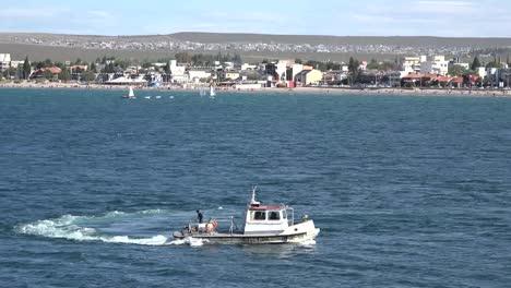 Argentina-Puerto-Madryn-Boat-Turns