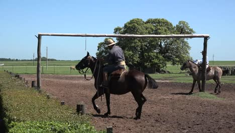 Argentina-Gaucho-Games-At-Estancia