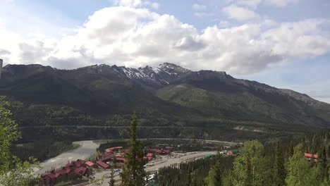 Alaska-Denali-Park-Hotels-Along-River