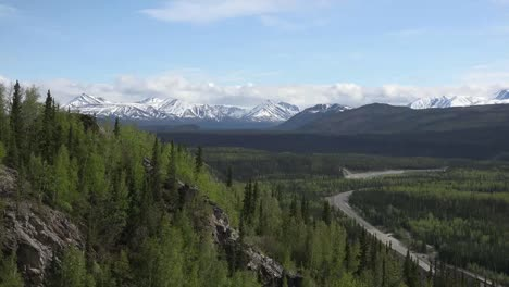 Alaska-Denali-Park-View-Of-Valley-Zoom-In