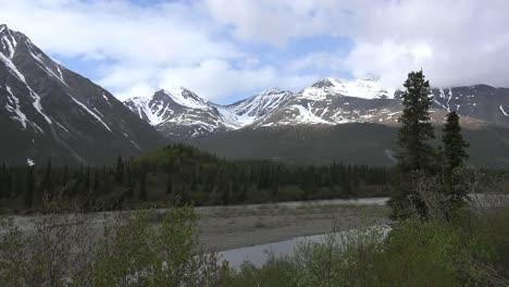 Alaska-Denali-Park-Mountains-Zoom-In