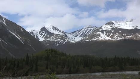 Alaska-Denali-Park-Mountains-Zooms-Out