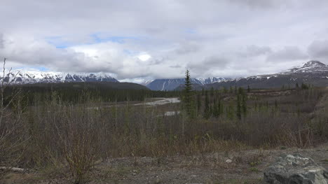 Alaska-Denali-Park-River-View-Zooms-In