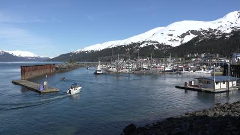 Alaska-Whittier-Boat-Leaves-Wake-Entering-Harbor