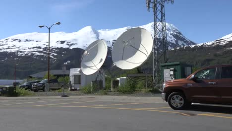 Alaska-Truck-Leaves-Satellite-Disks