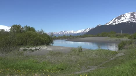 Alaska-Zooms-Out-From-Mountains-Across-Stream