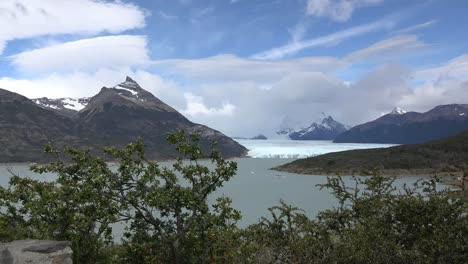 Argentina-Los-Glaciares-National-Park-View-With-Boats