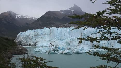 Argentina-Perito-Moreno-Glacier-And-Fallen-Ice